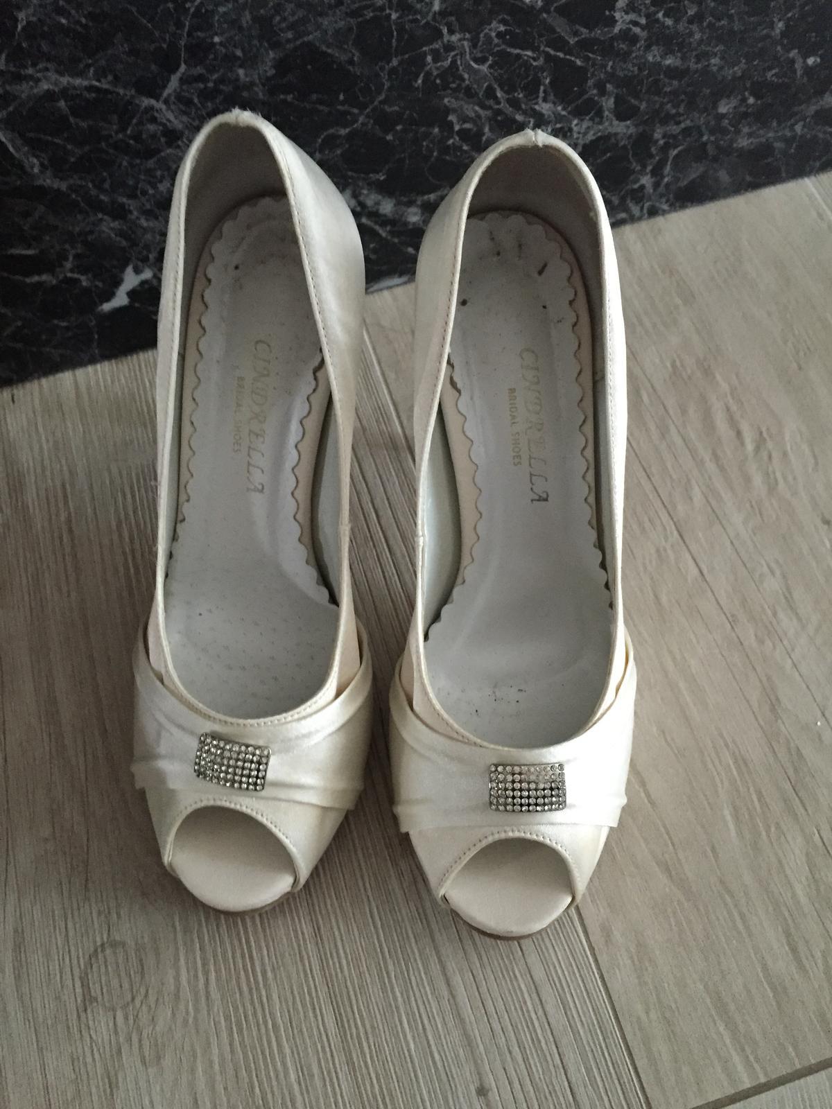 2cf392f06a9 Svatební boty