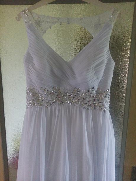 Nenošené svatební šaty, 38