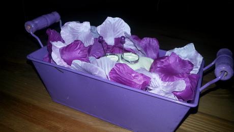 Košíček na prstýnky - fialový plech s dřevěnými úc,