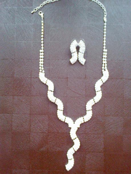 Štrasový náhrdelník a náušnice-cena už s poštovným,