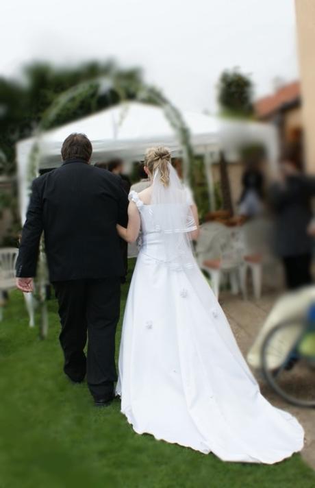 Svatební šaty s korzetem a vlečkou, vel. 40/42/44 , 44