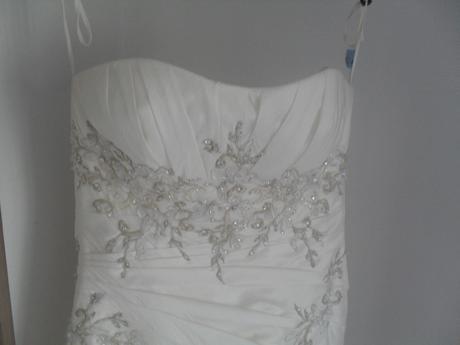 svadobné šaty 38-40      180 eur, 38
