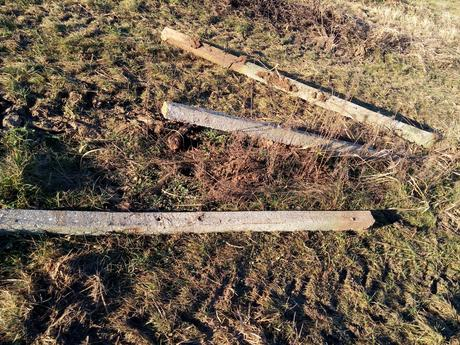 plotové-vinohradnícke betónové stĺpy,