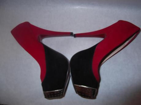 červeno čierne so zlatou špičkou, 35