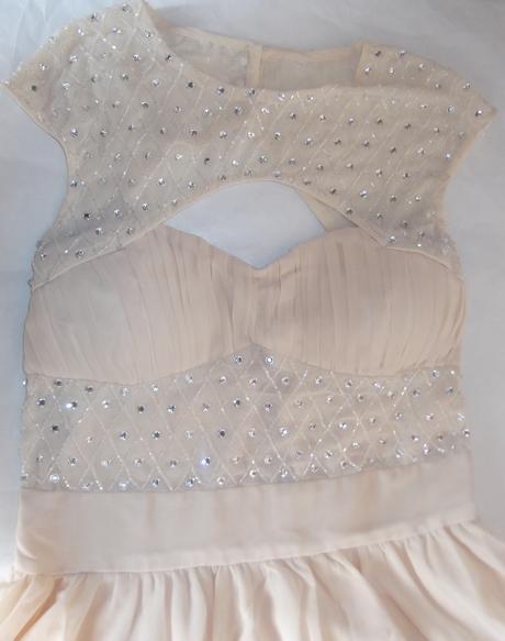 Nenosené kvalitné šaty s vísačkou, M