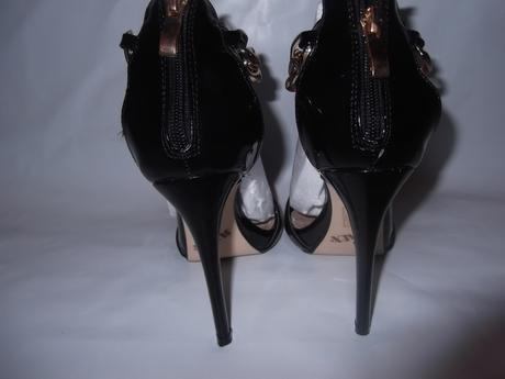 Sandále so zlatou kovovou reťazou , 35