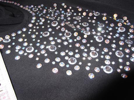 Šaty s odhaleným chrbtom, krystalikmi, M