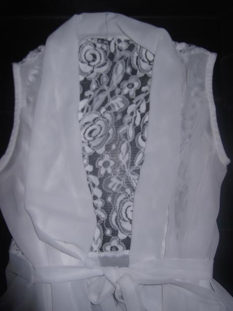 sifonova vesta s cipkovaným chrbtom, S