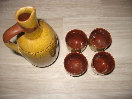 Džbánik a  poháriky 4 ks,