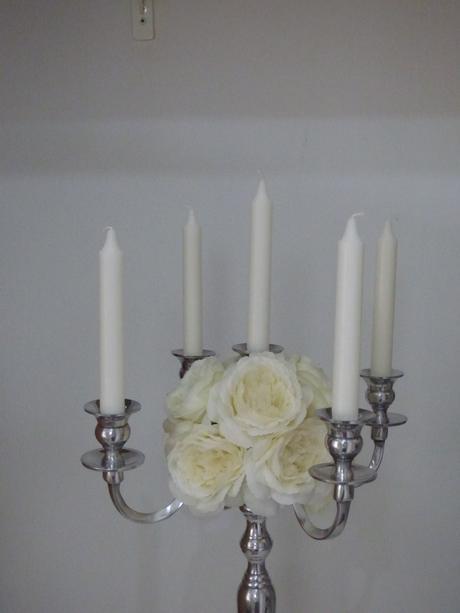 svietnik s kvet. dekoráciou pivoniek,
