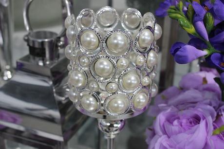 svietnik s perlami,