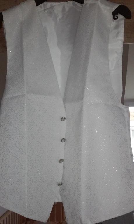 svadobna vesta a kravata, 42