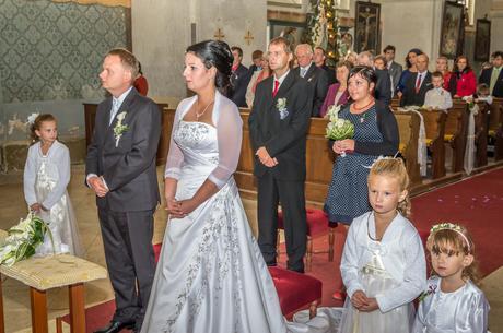 Svatební šaty s dlouhou vlečkou + kruhová spodnice, 38