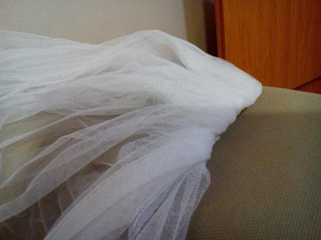 biely zavoj jednoduchy 77 cm,