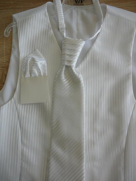 Vesta pre zenicha+kravata a vreckovka, 52
