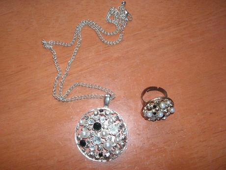 náhrdelník + prsteň,