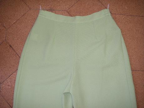 nohavicový kostým, 38