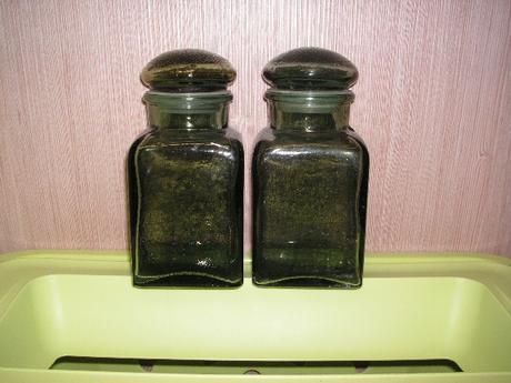 sklenené nádoby,