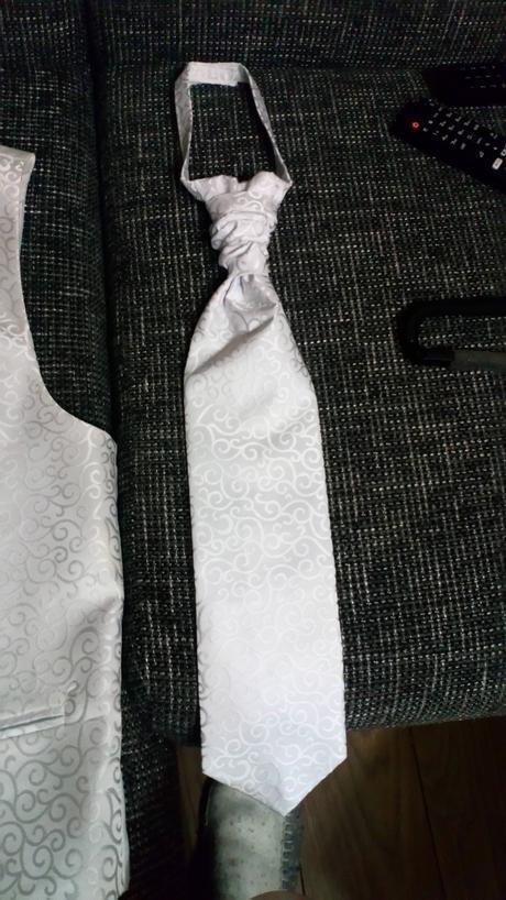 Vesta a kravata na predaj, 40