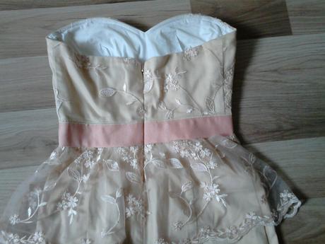 šaty s čipkou, 34