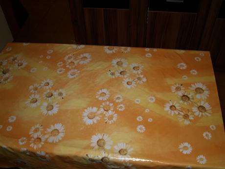 stôl kuchynsky + 2 stoličky,