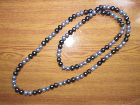 Nenoseny pravy perlovy nahrdelnik s R postou ,