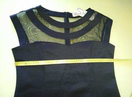 Čierne šaty, 46