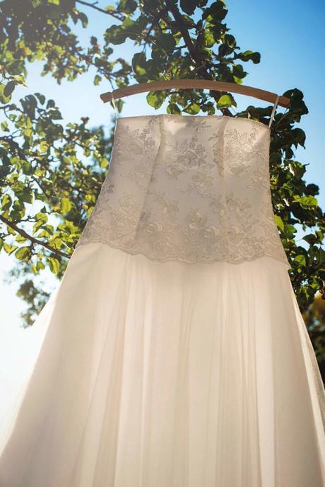 Svatební korzetové šaty s kolovou sukní, 38