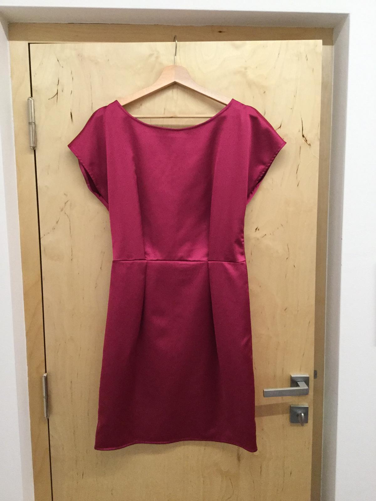 30f4fdd4fca Společenské šaty fuchsiové