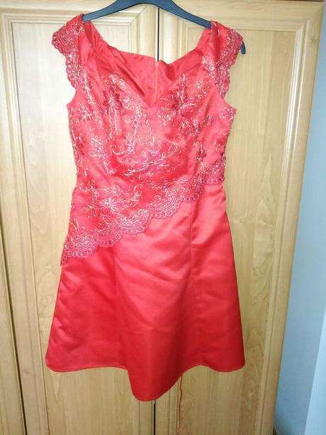 Šaty vhodné na redovy tanec, 36