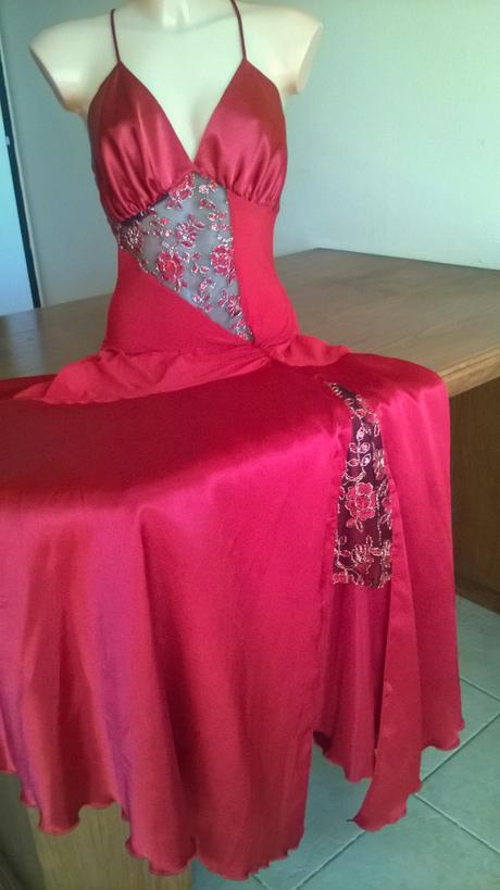 Romantické červené šaty, S