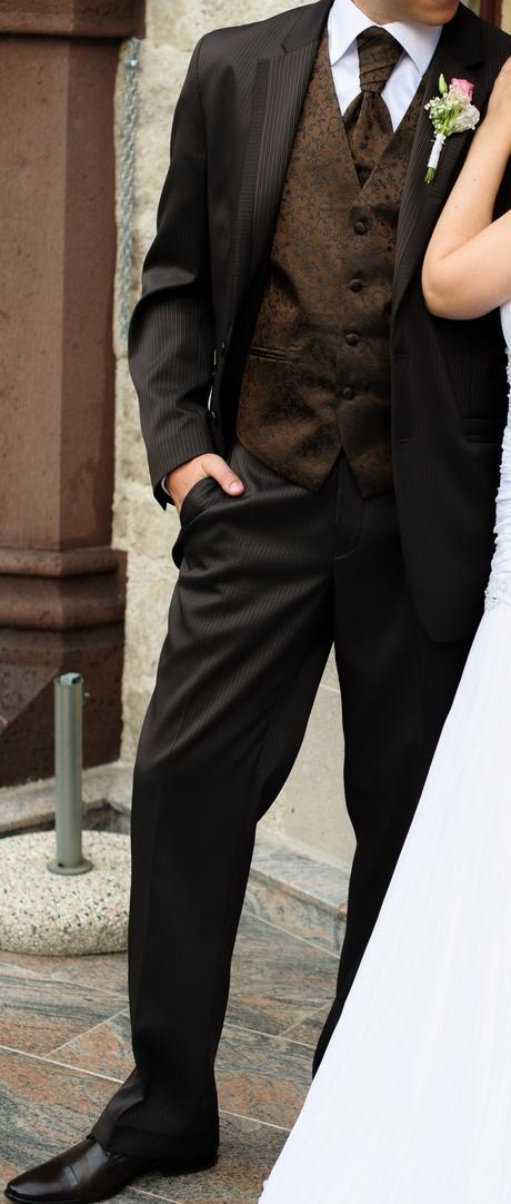 hnedý oblek, 48