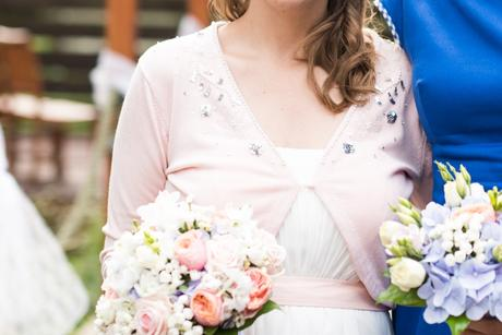 Těhotenské svatební šaty, 40