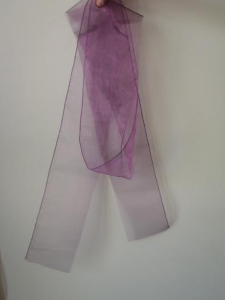 Organza fialová - pruhy, např. na židle,
