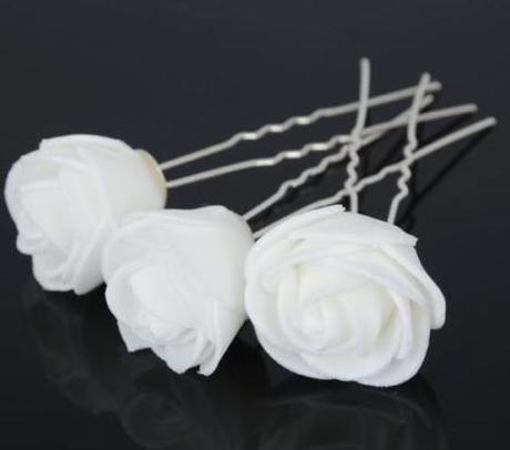 Bílé růže do vlasů,
