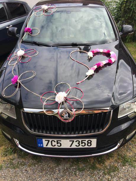 Dekorace na auto,