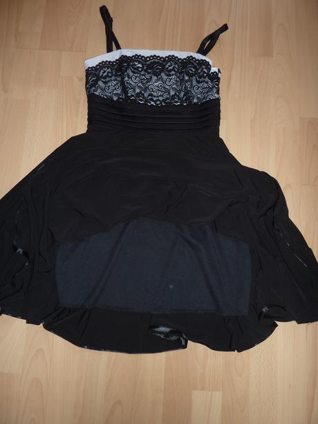 Krátke spoločenské šaty, M