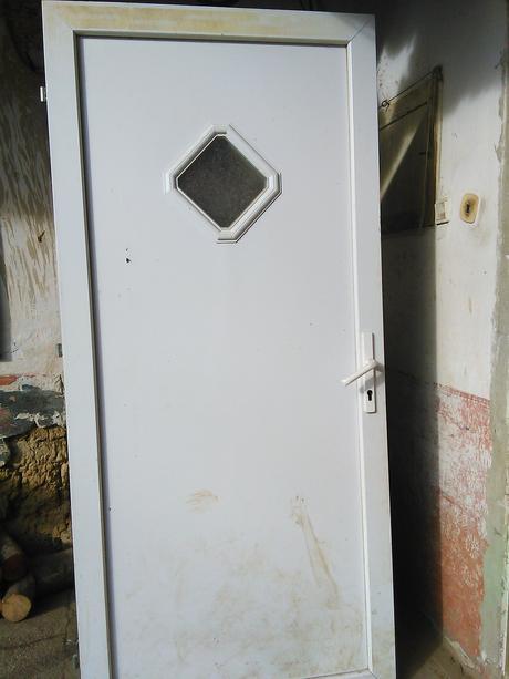 Plastové dvere zachovalé,