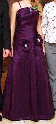 Fialové šaty na svadbu alebo stužkovú 901076420f6