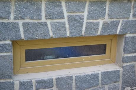 plastová sklepní okna / okénka v dekoru buk,