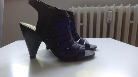 Čierne nenosené sandále, 38