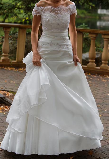 Korzetové svadobné šaty ivory s vlečkou a kruhom, 36