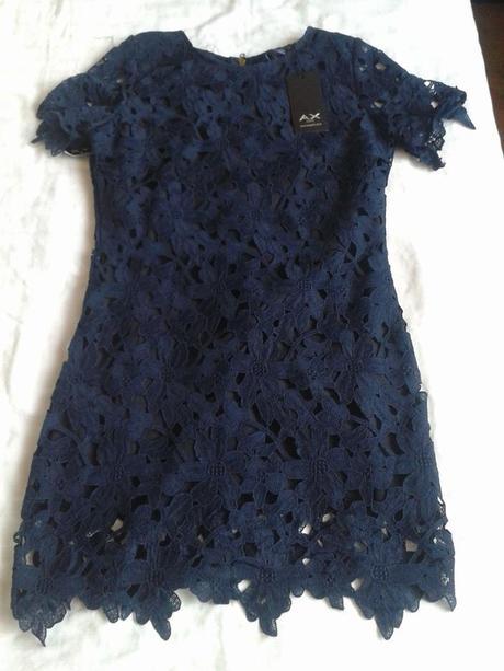 Dvouvrstvé krajkové tmavomodré šaty, 38