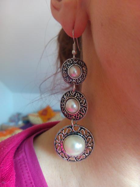 dlouhé náušnice s perleťovými kameny,
