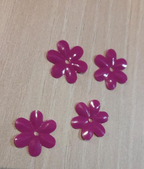 Plastové fuchsiové květy bal. 900 ks,