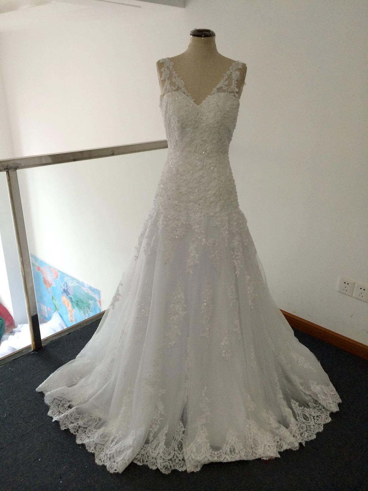 Svatební šaty s holými zády  5622de22f5
