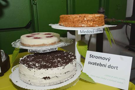 Stojan na dorty (3patrový) - možnost 2 ks,