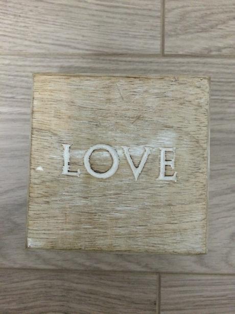 Drevená krabička LOVE,