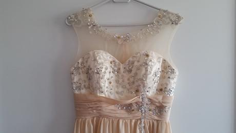 Béžové popolnočné šaty, 38