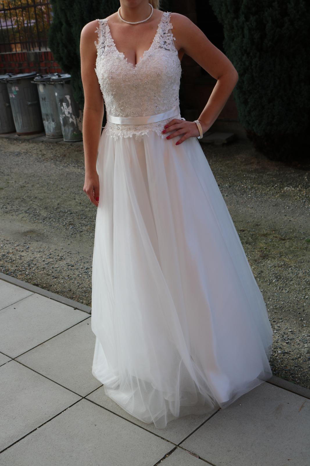 Krajkové svatební šaty 4841475ed5